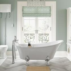 Freestanding Bath with matching decor🛁  #interior #interiordesign #newhome #decor #interiorinspo #decorinspo #plumbing #plumbinglife #houserenevation #renevation #traditional #interiordesign #interiorstyling #interiordecor #bathroomsofinsta #luxurybathroom #luxurysuite #bathtub #amazinghome #newbathroom #interior #decor #homeinspo #radiators #radiator #todayspic