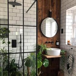 Green Bathroom🌿  #natural #greenliving #bathtubs #baths #bathrooms #bathroom #towelrails #radiators #heating #minimalism #minimalist #bathroomtiles #interior #decor #interiorhome #decorhome #beautifuldesign #inspo #decorinspo #tub #ladderrail #nwtdirect #nature #freestandingbath #instabathrooms #bathroomsofinstagram