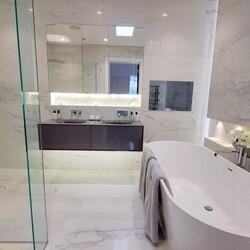 A lovely clean white theme to this modern bathroom😍  #interior #interiordesign #newhome #decor #interiorinspo #decorinspo #plumbing #plumbinglife #houserenevation #renevation #traditional #interiordesign #interiorstyling #interiordecor #bathroomsofinsta #luxurybathroom #luxurysuite #bathtub #amazinghome #newbathroom #interior #decor #homeinspo #towel #todayspic #heat #bathroomdesign