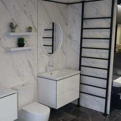 Big towel rail keeping this bathroom warm 😍🔥 #bathroom #bathroomrenovation #copper #bath #bathtime #hotel #spa #winter #snow #christmas #bathroom #interior #decor #designer #interiorhome #newhome #decorinspo #superhomes #interiorhomes #homesofinsta #bathroomsofinsta #instabathroom