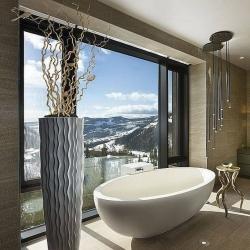 Winter wonderland bathroom 😍❄️ #bathroom #interior #decor #designer #interiorhome #newhome #decorinspo #superhomes #interiorhomes #homesofinsta #bathroomsofinsta #instabathroom #bathroom #bathroomrenovation #copper #bath #bathtime #hotel #spa #winter #snow #christmas